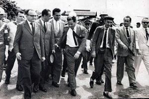 Somente avançaremos se formos além, com generosidade e grandeza. Nosso passado já nos deu uma pista sobre como fazer. Basta olhar para o Brasil desenvolvimentista de 1946 a 1964.