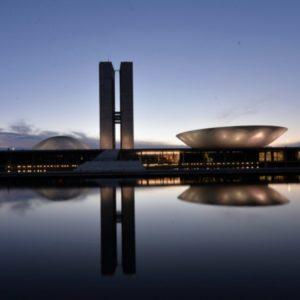 modernização do Estado brasileiro. Democracia em vertigem