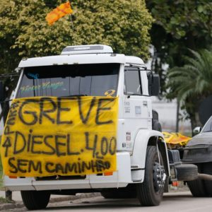 Greve dos Caminhoneiros que protestam contra elevação no preço do diesel na rodovia BR-040, em Duque de Caxias.Foto Fernando Frazão/Agência Brasil