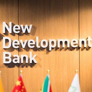 Nesta terça-feira, o Novo Banco de Desenvolvimento (NBD) do BRICS (Brasil, Rússia, Índia, China e África do Sul) comunicou que abrirá um escritório regional para as Américas no Brasil. A decisão foi informada ontem ao Ministro das Relações Exteriores do Brasil, Aloysio Nunes Ferreira, e faz parte de um processo de institucionalização do bloco de países do Brics já em andamento desde 2012.