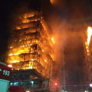 Incêndio de grandes proporções atinge prédio no Largo do Paissandu, no centro de São Paulo (Crédito: Corpo de Bombeiros de São Paulo)