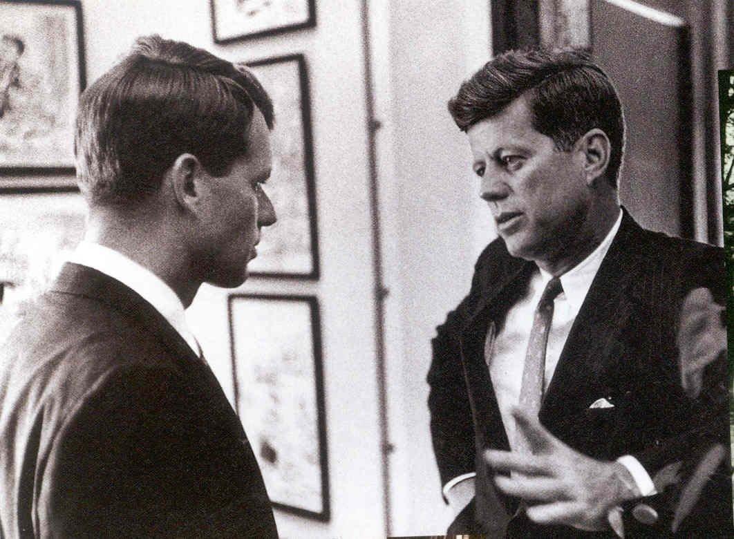 John e Bobby Kennedy na Casa Branca