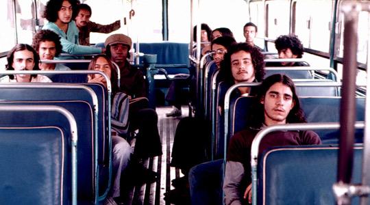 Integrantes do lendário grupo. Ao fundo, Toninho Horta (blusa azul) e Milton Nascimento.