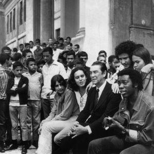 Clube da Esquina em 1971 com o presidente Juscelino Kubitschek