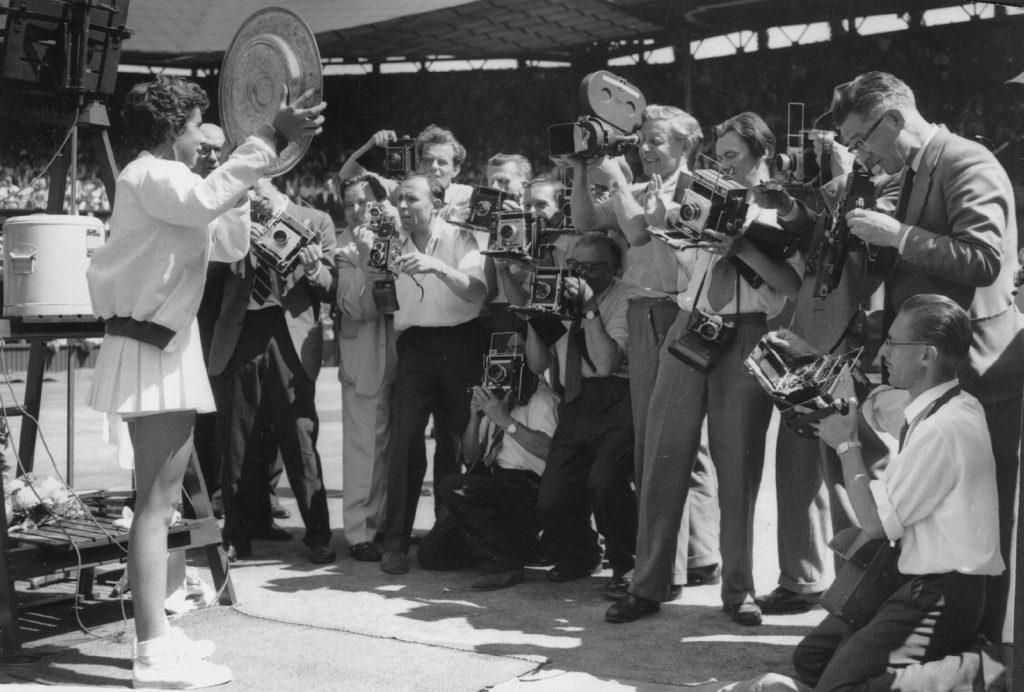 Maria Esther Bueno começou a carreira de tenista aos 12 anos, em 1951. Colecionou ao longo da vida 589 títulos e 19 Grand Slam. Venceu tudo e todos. Na última sexta-feira (8), aos 78, nos deixou e – depois de tantas vitórias – perde o Brasil.