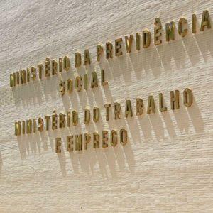"""ELIAS JABBOUR: Fim do Ministério do Trabalho e a historicidade da """"despolitização"""""""