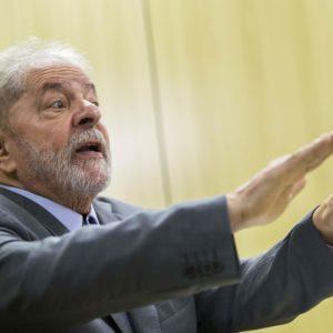 Lula durante entrevista concedida à Folha e ao jornal El País, na sede da Polícia Federal, em Curitiba. Foto: Marlene Bergamo/Folhapress