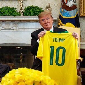 """Muitos se deliciarão com a notícias de que """"agora o Brasil faz parte do clube dos ricos"""". Os países periféricos perderão, com isso, um líder natural. Unidos com os nossos iguais, teríamos mais força para contestar as estruturas globais de poder que barram a defesa da nossa soberania e fomentam a entrega dos nossos recursos."""