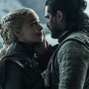 Não acho que o último episódio de Game of Thrones possa ser visto como um ataque moral à revolução de Daenerys. Seria, é certo, se encarasse o tema de forma indiscriminadamente maniqueísta. A trama do último episódio, na verdade, beira o moralismo, mas não se trata disso.