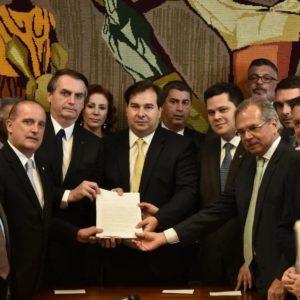 bolsonaro-entrega-a-nova-proposta-de-reforma-da-previdencia-ao-congresso-1550668404390_v2_1200x800