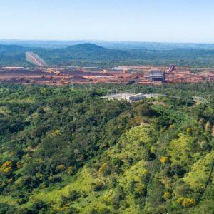 Imagem de canteiro de obras de planta industrial sustentável