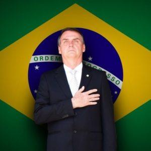 Bolsonaro e bandeira do brasil