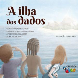 Imagem de três crianças num pico, olhando para uma ilha