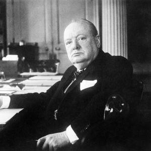 Churchill também era antissemita e racista. O inglês apoiou de forma inequívoca os regimes de supremacia racial na África – especialmente na África do Sul – e foi um político que ganhou fama na sua carreira como político colonial.