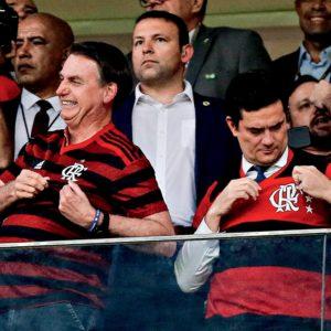 Bolsonaro e Sergio Moro com camisa do flamengo