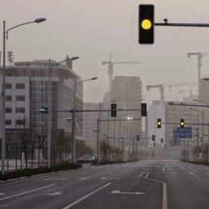 Imagem de ruas vazias em uma cidade fantasma