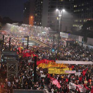 A esquerda faz uma leitura equivocada dos mega-protestos de junho de 2013, vinculando-os a uma escalada da direita liberal brasileira, associada com espionagem da NSA, com a derribada da popularidade de Dilma
