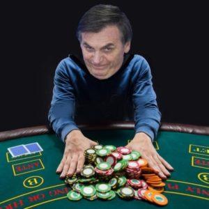 RICARDO CAPPELLI Bolsonaro na porta do Alvorada