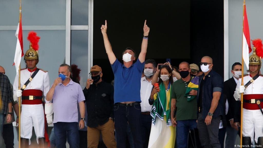 O domingo truculento como único ansiolítico de Jair Bolsonaro