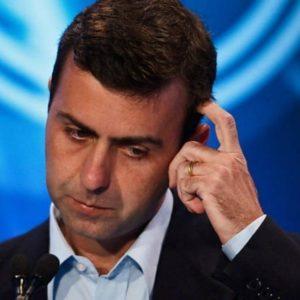 Marcelo Freixo, deputado federal pelo PSOL do Rio de Janeiro, desistiu de sua candidatura a prefeito da capital carioca.