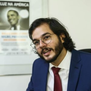 GUSTAVO CASTAÑON: A democracia interna do PDT na polêmica de Túlio Gadelha em Recife