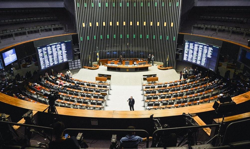 Por Nelson Marconi - No apagar das luzes de 2020, a Câmara dos Deputados aprovou ontem (22) dois projetos de lei, novamente pouco discutidos, e que poderão ter consequências maléficas ao país.