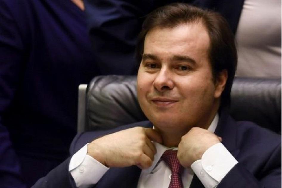 """Por Caio Barros - O carismático Rodrigo Maia não meteria medo em ninguém se caísse na esparrela de se apresentar como cabeça de chapa na eleição presidencial. O texto de Milton Temer, portanto, começa enguiçado pelo fato de que a viabilidade eleitoral do atual presidente da Câmara, que teve 50 mil votos para deputado federal no Rio de Janeiro, sendo o 29° mais votado do estado, é próxima de 0. A coletiva do presidente da Câmara de ontem, dia 09/10/2020, revela absolutamente o contrário das ilações do Psolista. O discurso acerca da questão tributária de Maia demonstra muito mais convergência para com o projeto nacional de Ciro que uma """"linha de colisão dificilmente contornável""""."""