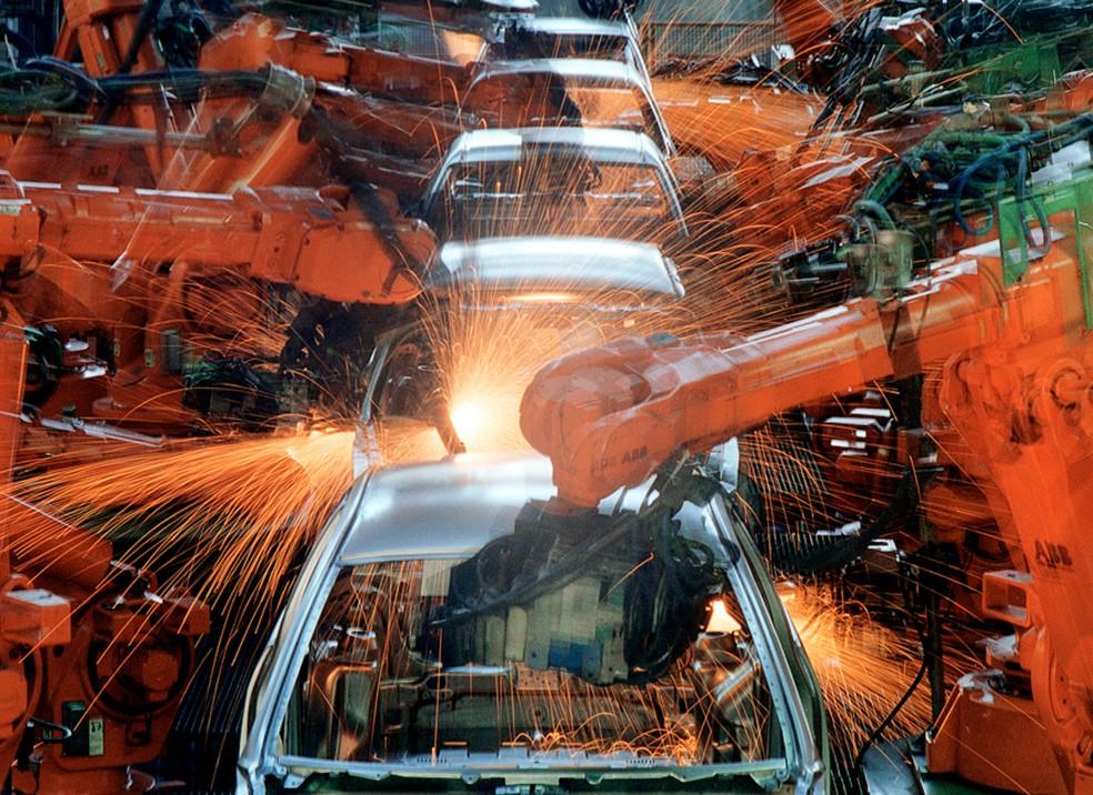 Linha de montagem do Ford KA na Ford Company do Brasil, em São Bernardo do Campo (SP), em junho de 2003 — Foto: Robson Fernandes/Estadão