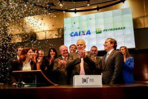 Ter aberto o capital da Petrobras para negociá-lo em bolsa foi um erro histórico. A Petrobras produz insumos estratégicos ao país e sua atuação deve estar alinhada a um projeto de desenvolvimento. Ouvi várias vezes dos diretores na gestão Temer que ela deveria produzir apenas óleo bruto porque é mais rentável. Simplista assim. E seguir os preços no mercado internacional.
